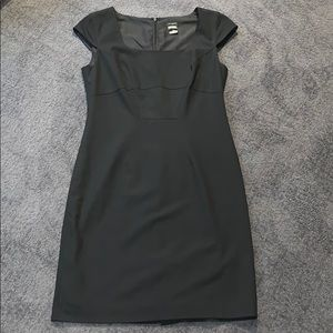 Ann Taylor Black Cap Sleeve Shift Dress size 4 EUC